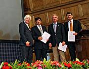 Het SAURON-team dat de 2013 Group Achievement Award ontvangt