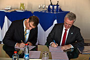 Signing of grid agreement at Paranal