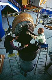 Mounting the 8.2-m Main Mirror of KUEYEN