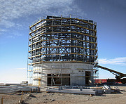 At bygge VISTA, verdens største kortlægningsteleskop (historisk billede)