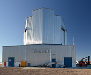 Der Bau von VISTA, dem weltweit größten Durchmusterungsteleskop (aktuelle Aufnahme)