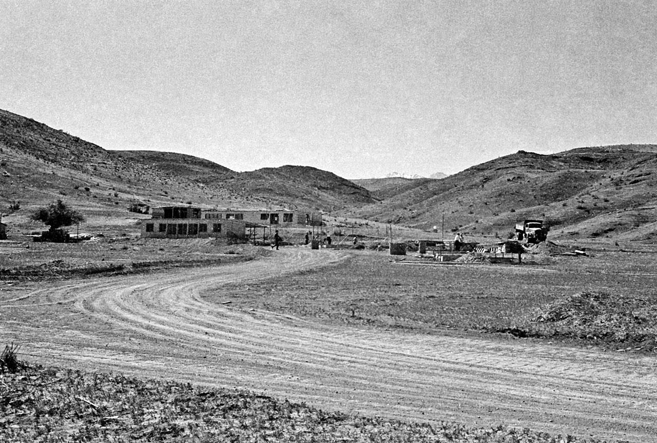 General view of the Pelicano Camp, the entrance to La Silla
