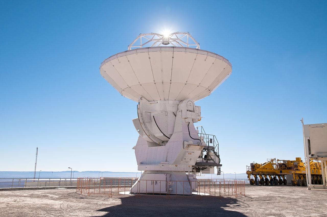 An ALMA antenna at the OSF