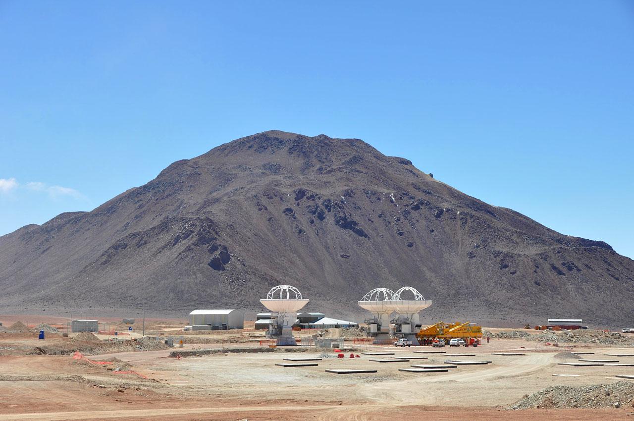 Three ALMA antennas close together on Chajnantor