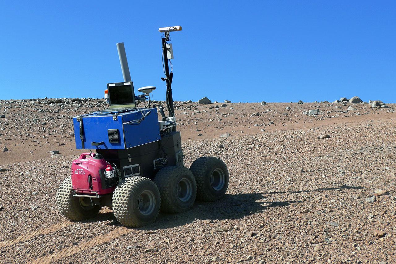 El vehículo autónomo Seeker, de la ESA, durante sus pruebas en Paranal