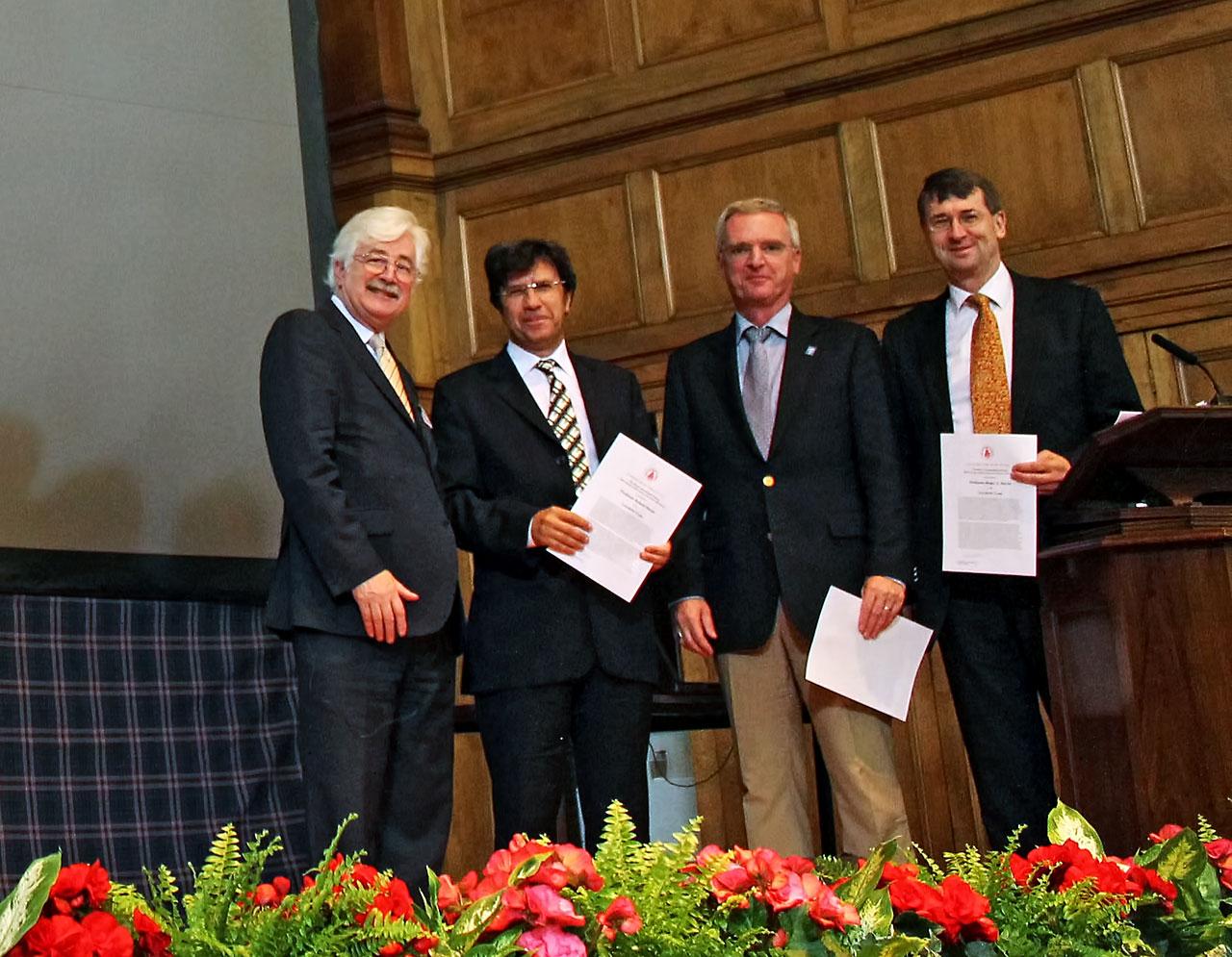 """Das SAURON-Team erhält den Royal Astronomical Society """"A"""" Group Award"""