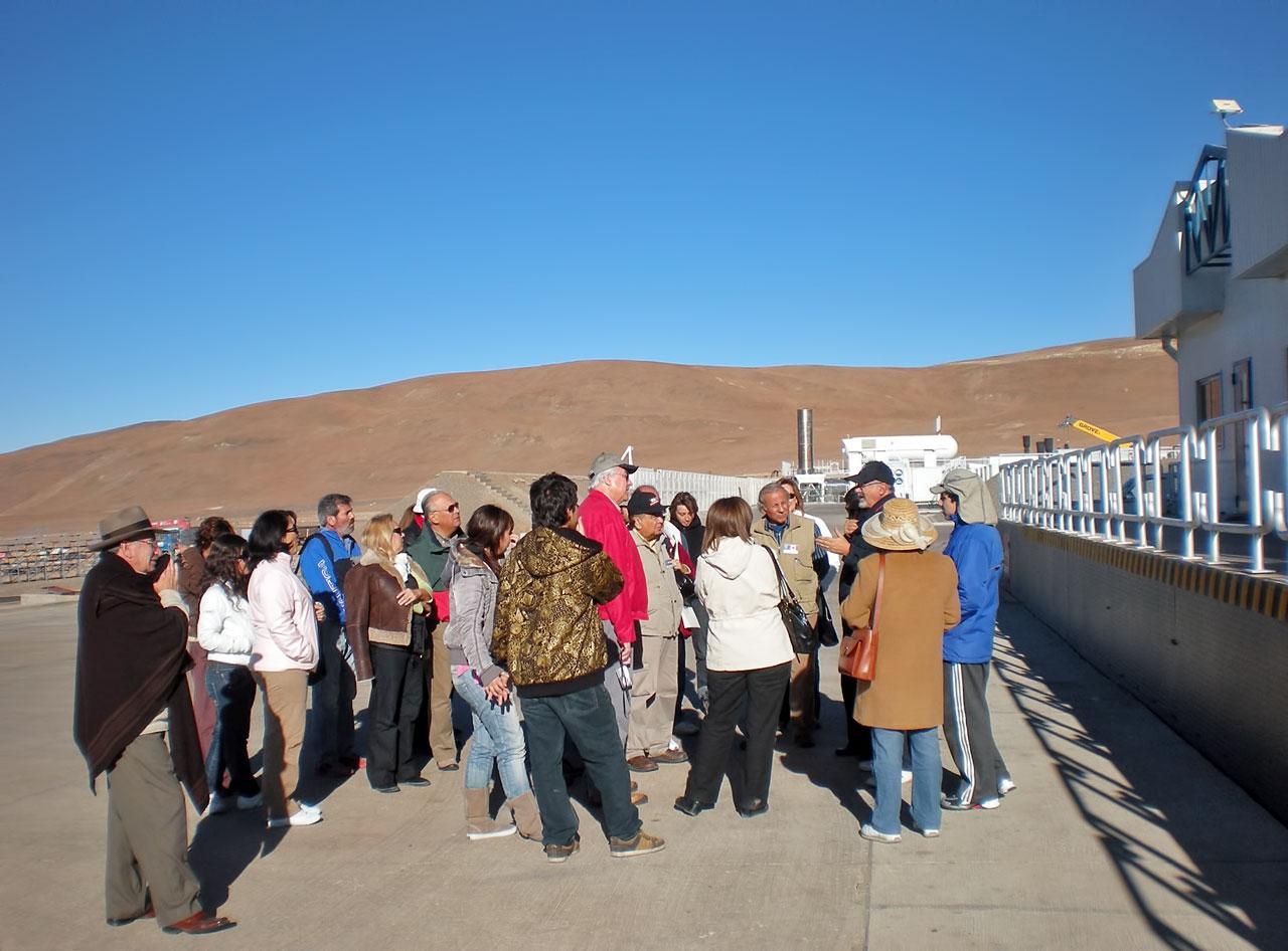 Honorary Consuls from Antofagasta visit Paranal
