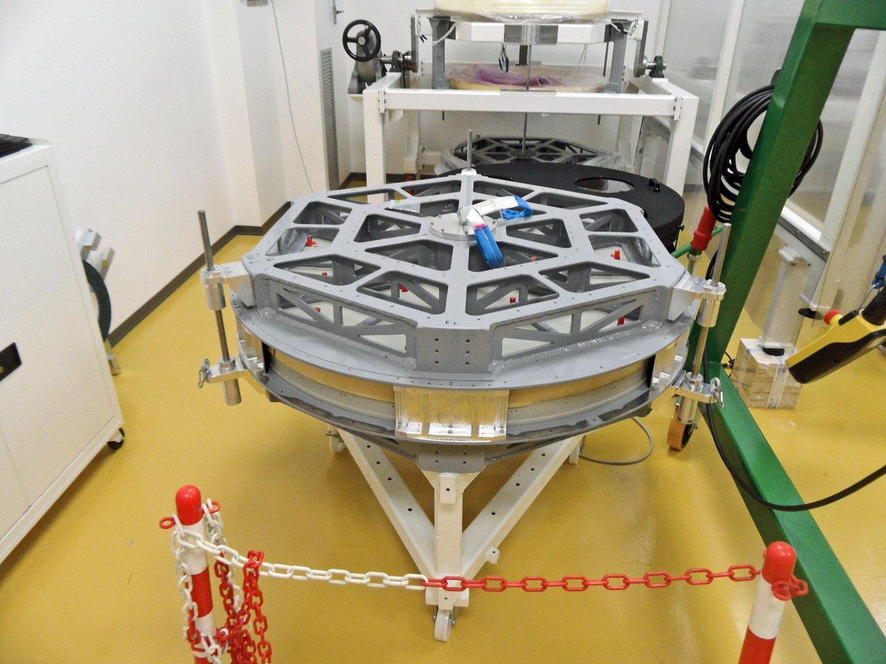 Deformable Secondary Mirror Transport Box