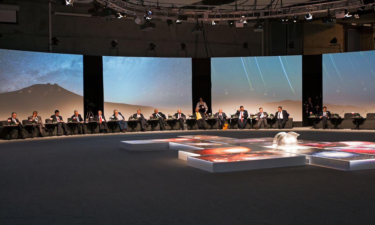E-ELT model at CELAC-EU 2013