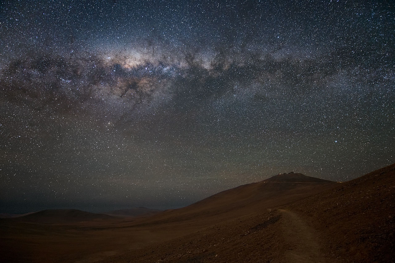 Paranal sous la Voie Lactée