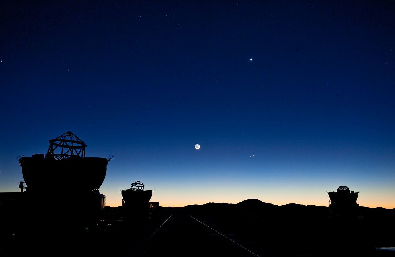 Planetary Conjunction over Paranal