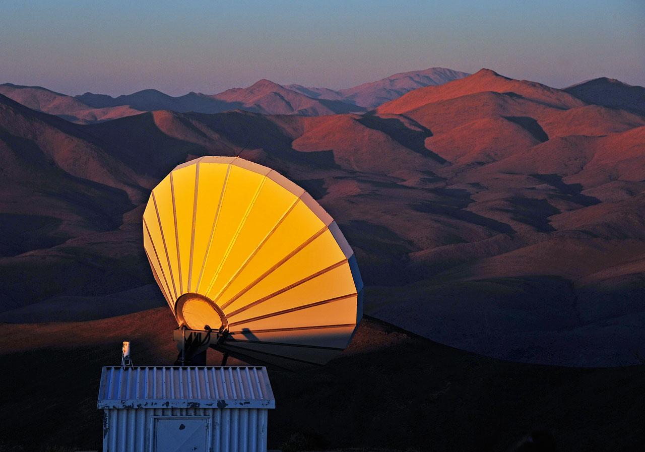Communication antenna at Paranal