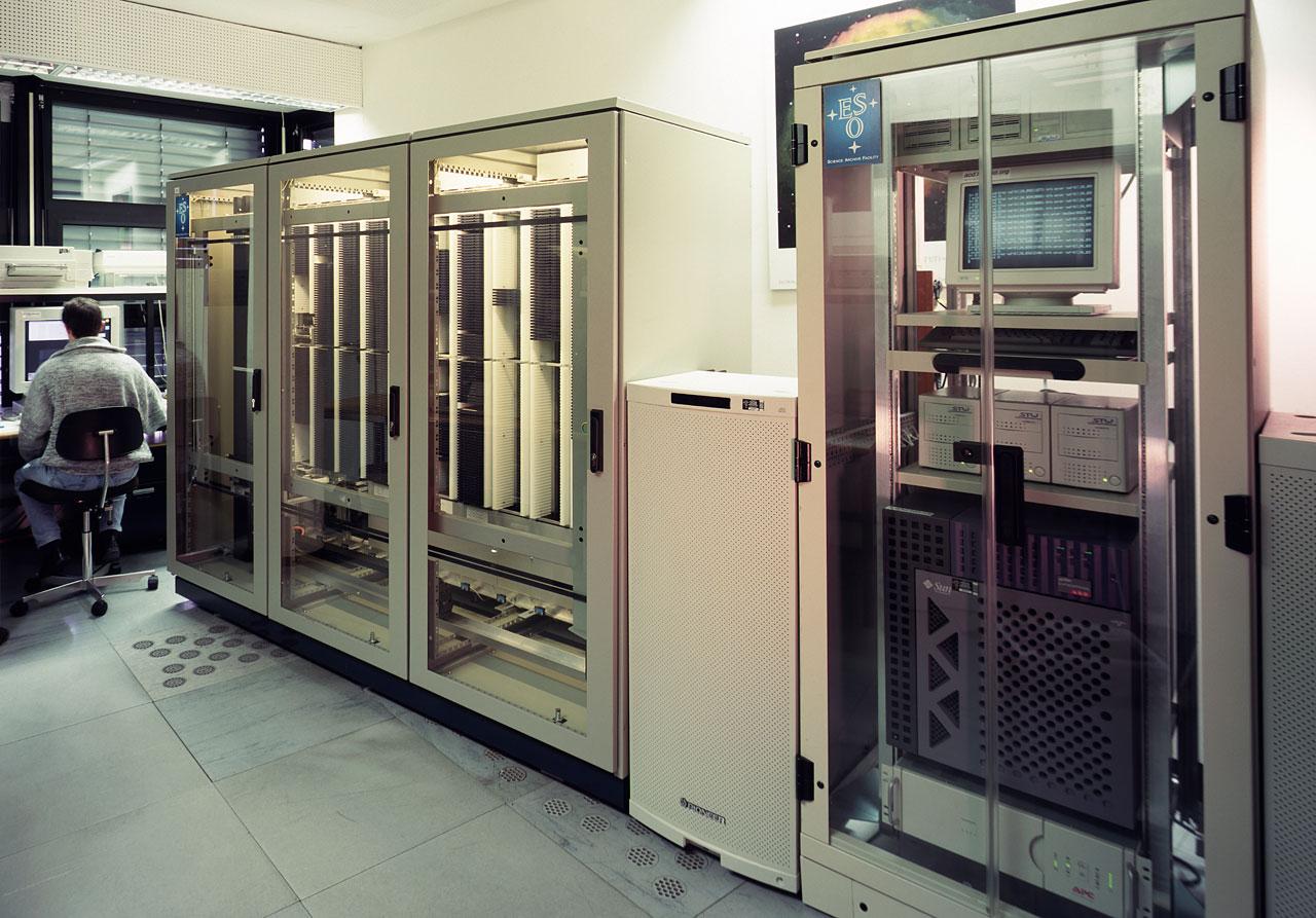 The ESO/ST-ECF Science Achinve