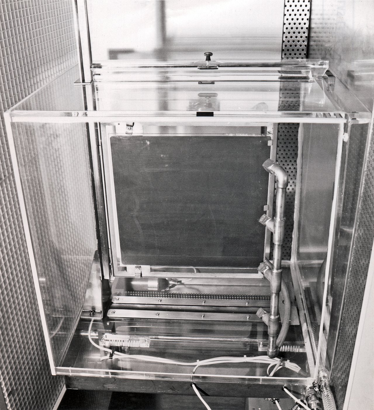 Hypersensitisation tank for Schmidt plates