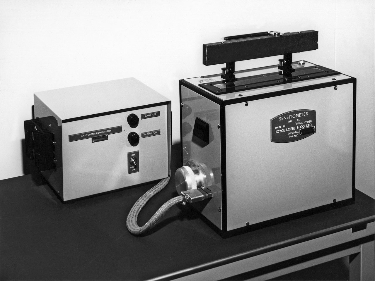 The gray-step-wedge exposer for quality assurance of the film processing