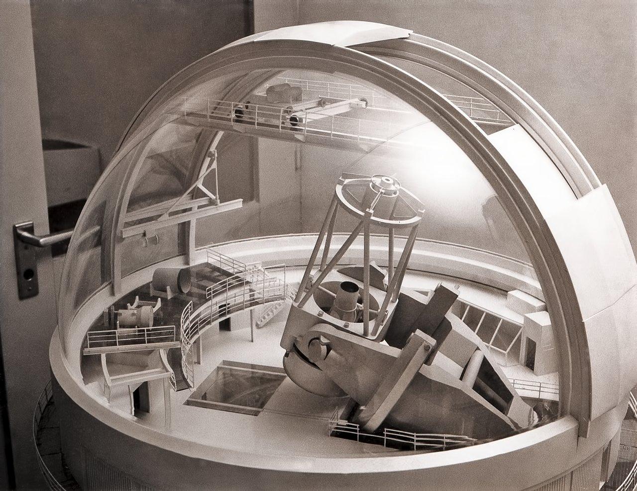 Model of the ESO 3.6-metre telescope