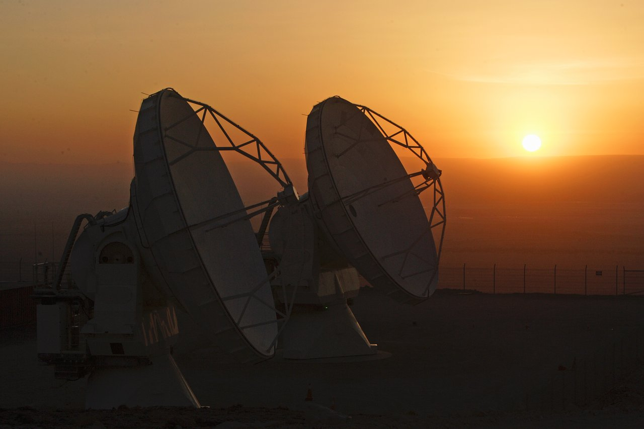 ALMA antennas and the golden hour