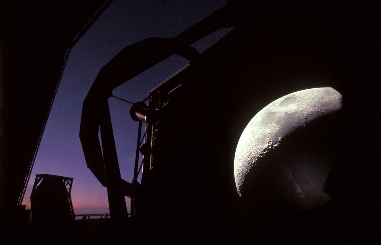 El VLT y la Luna