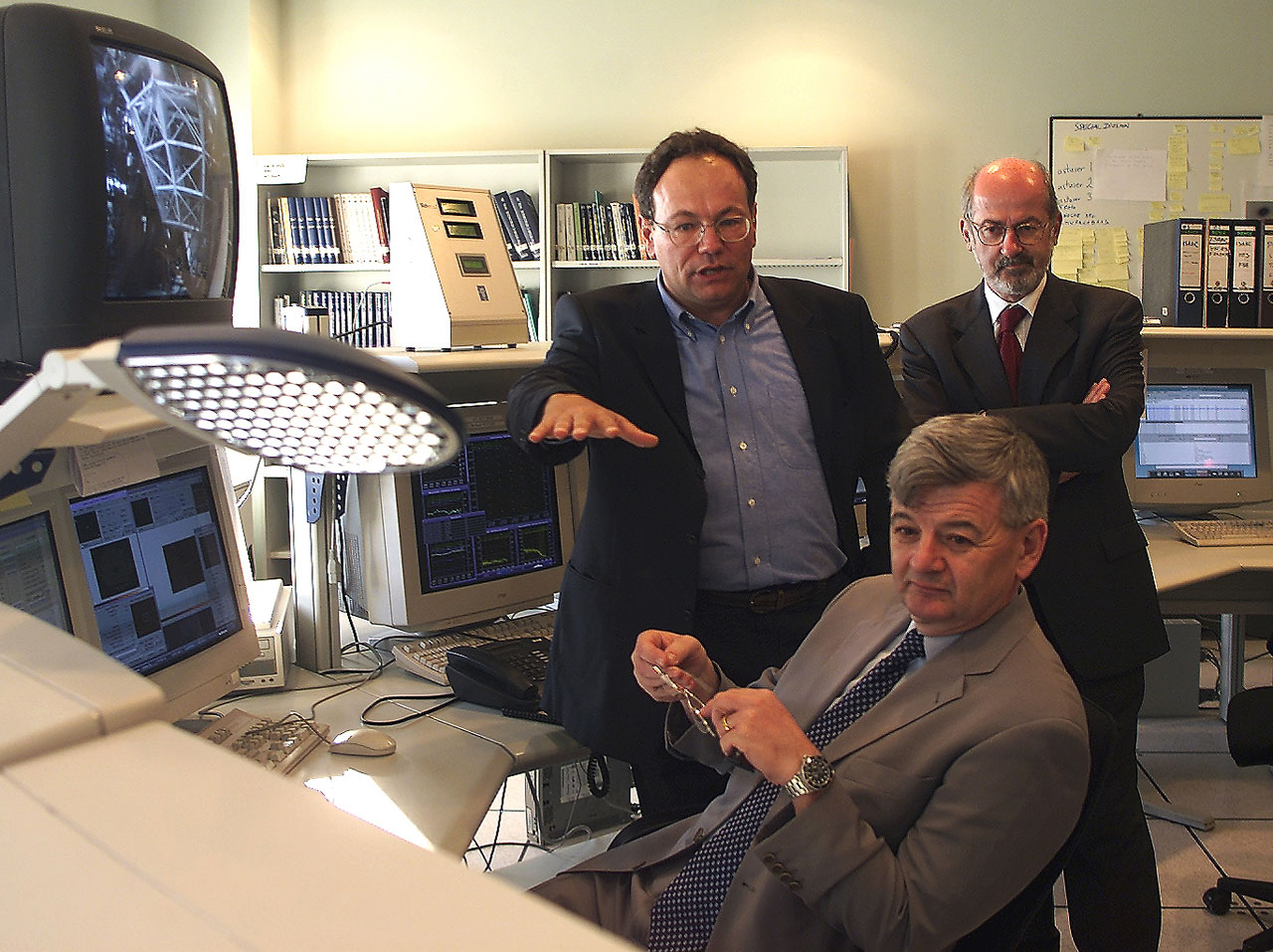 Minister Fischer at the ANTU Control Console