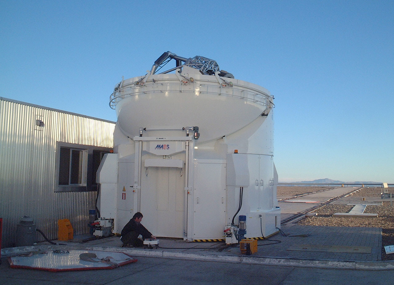 The AT1 positioned next to the VLTI Laboratory