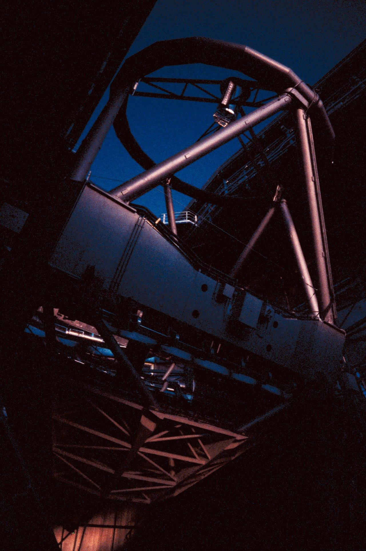 El Telescopio Kueyen prepara para observar