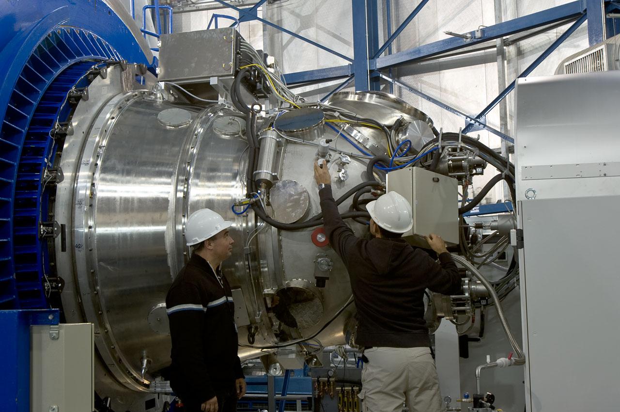 Gerente del Proyecto Jeff Pirard y Raúl Esteves  (ESO) HAWK-I en el Telescopio Yepun en Paranal