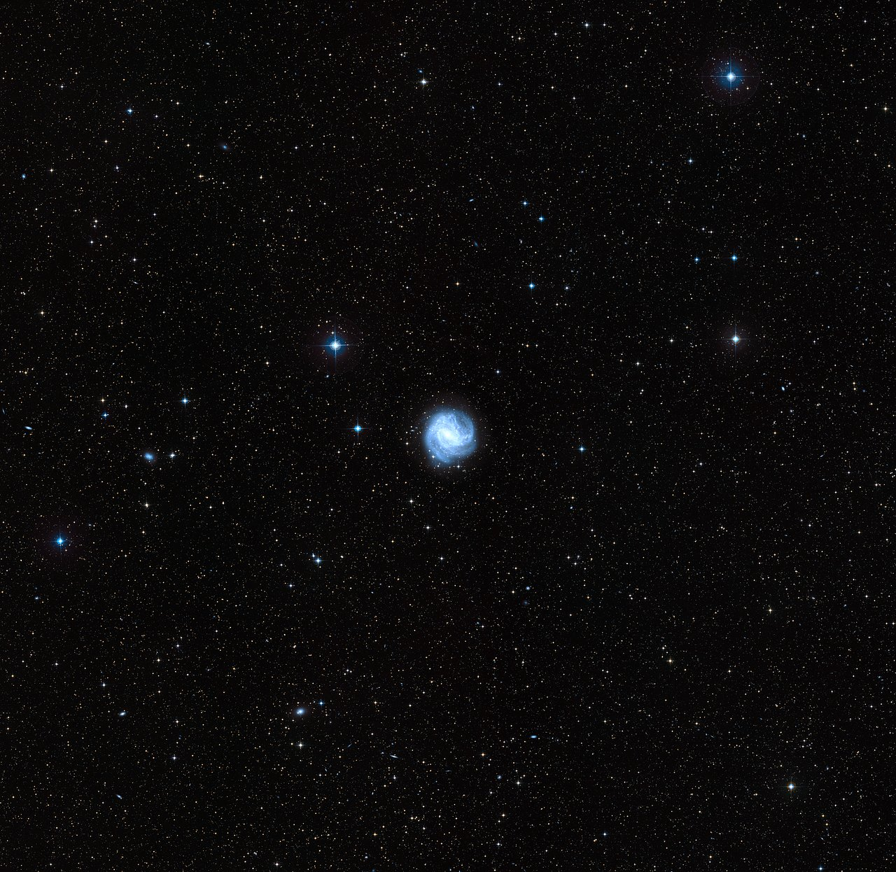 The sky around Messier 83
