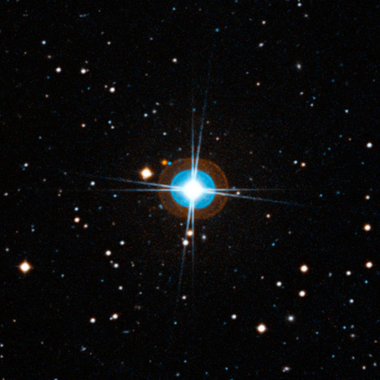 Visión cercana del cielo alrededor de la estrella HD 10180