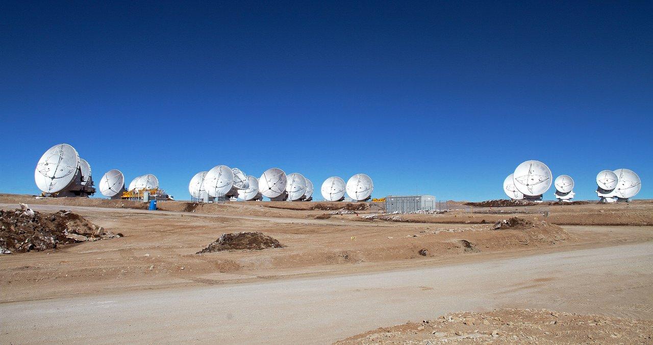 Nineteen ALMA antennas on the Chajnantor plateau