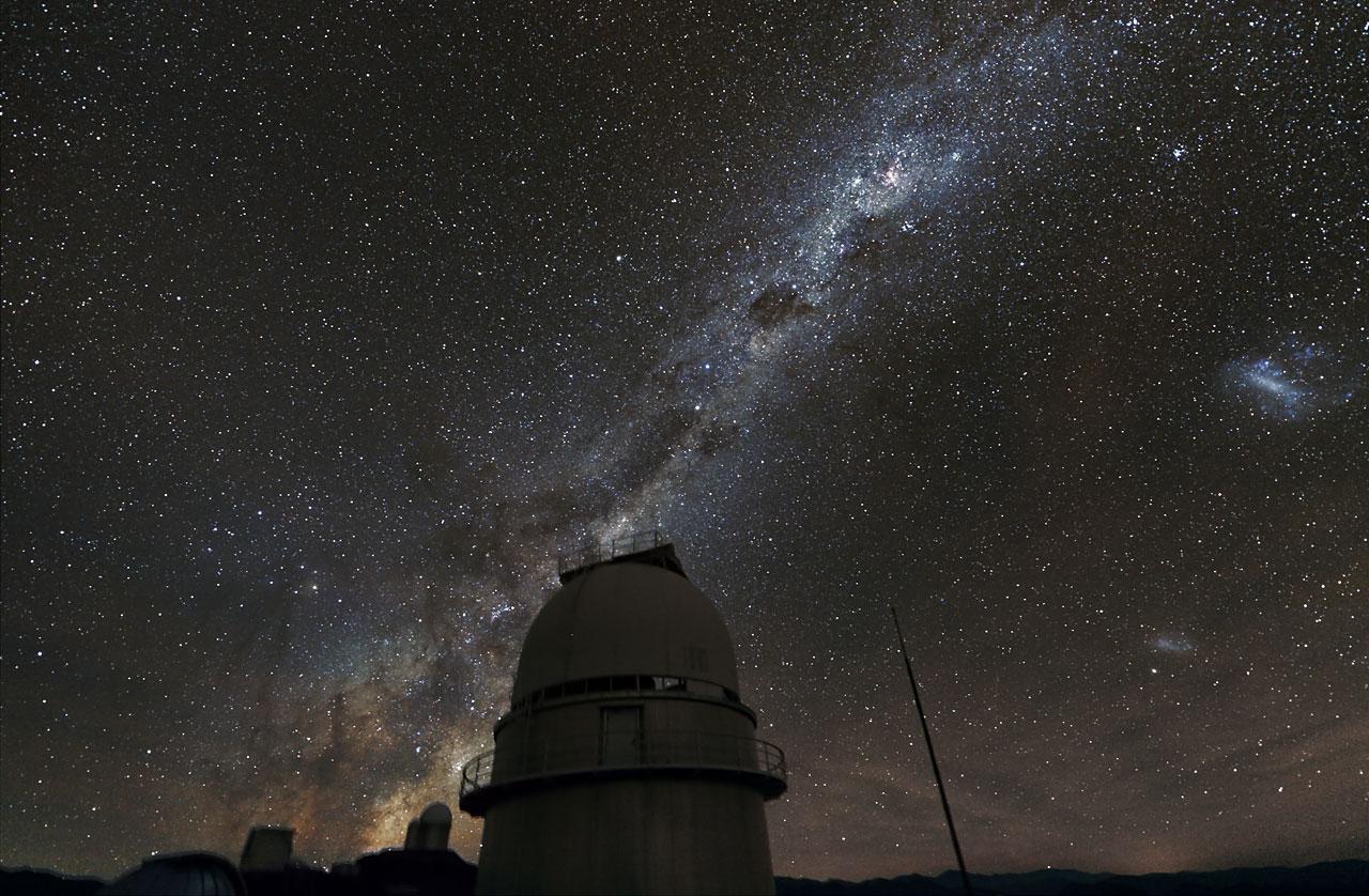 The Milky Way over the 1.54-metre Danish Telescope at La Silla