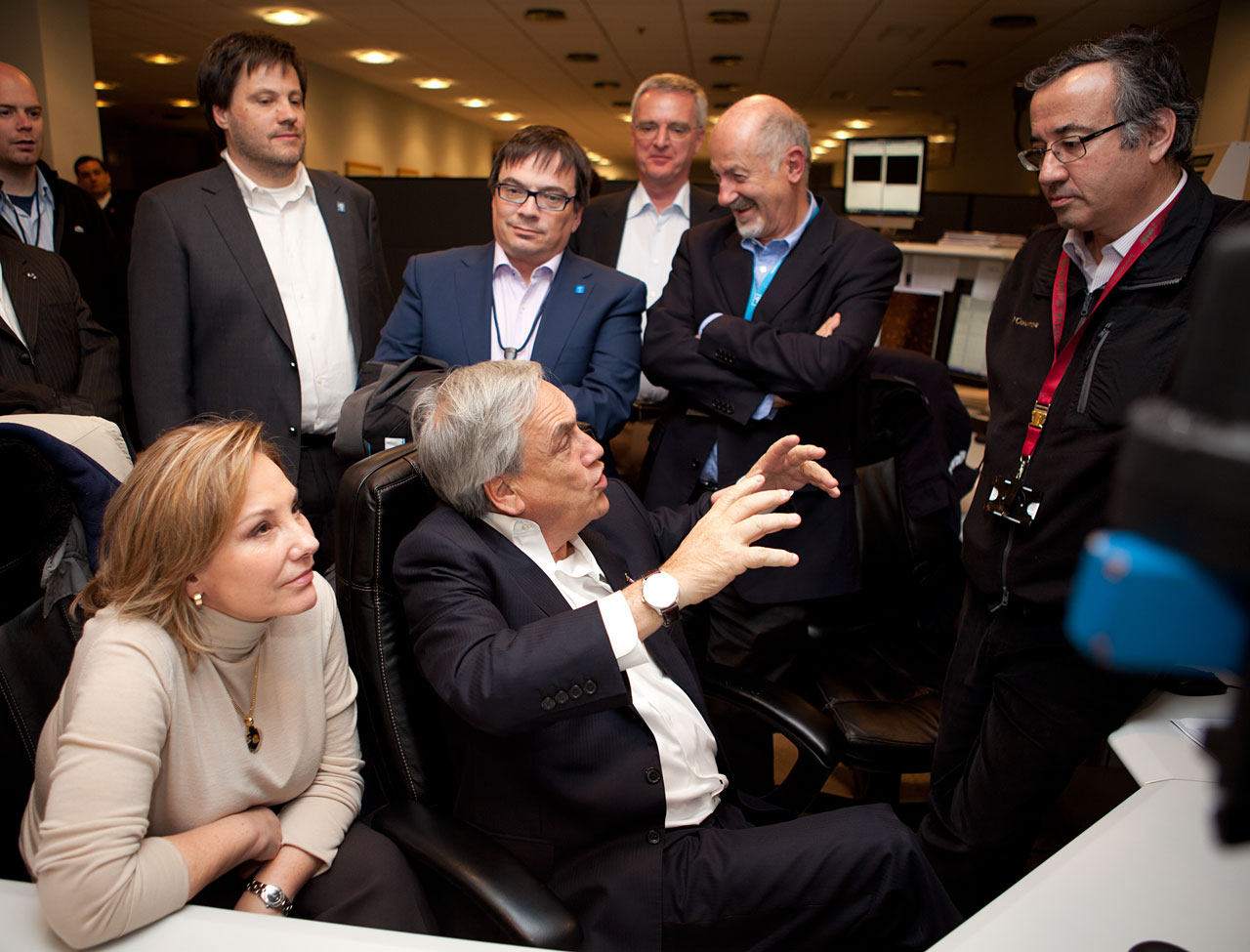 El Presidente de Chile, Sebastián Piñera y su esposa, Cecilia Morel, en la sala de control del Observatorio Paranal