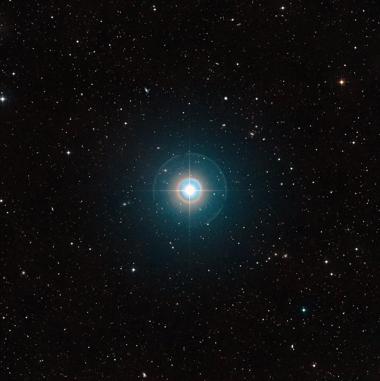 Großfeldaufnahme des Muttersterns des  bekannten Exoplaneten Tau Bootis b