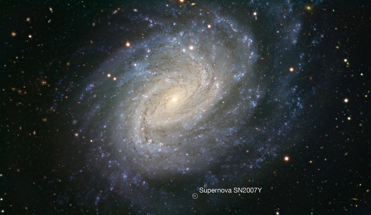 Galaxie NGC 1187 na snímku dalekohledem VLT  (s popiskou)