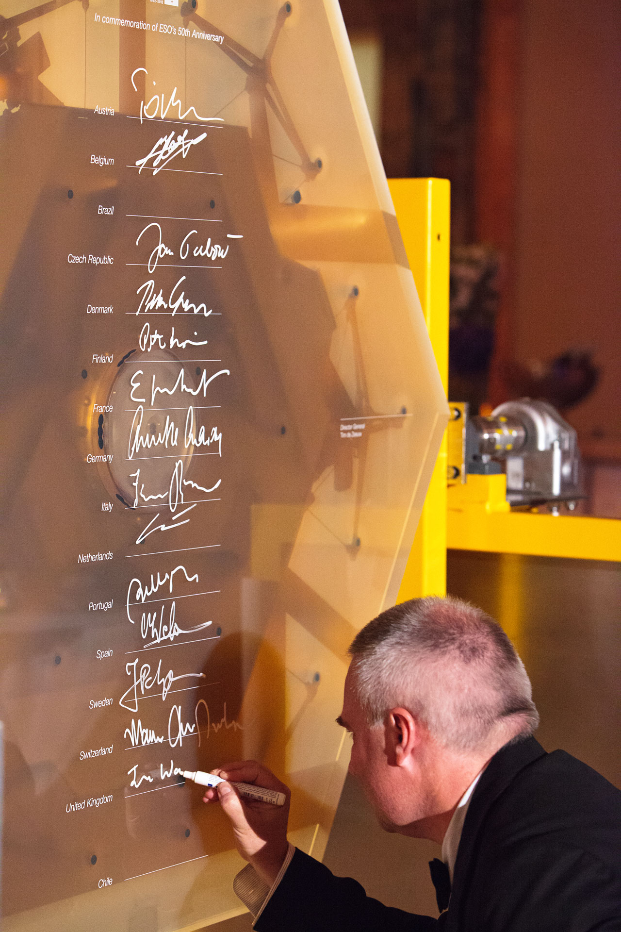 Signing of a prototype mirror segment for the E-ELT, to mark ESO's 50th Anniversary