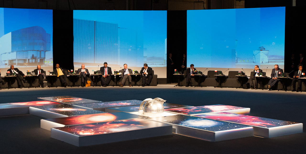 ESO images and model of the E-ELT at the CELAC-EU Summit in Santiago