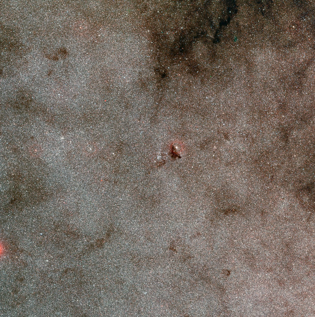 Wide-field view of the star cluster NGC 6520 and the dark cloud Barnard 86