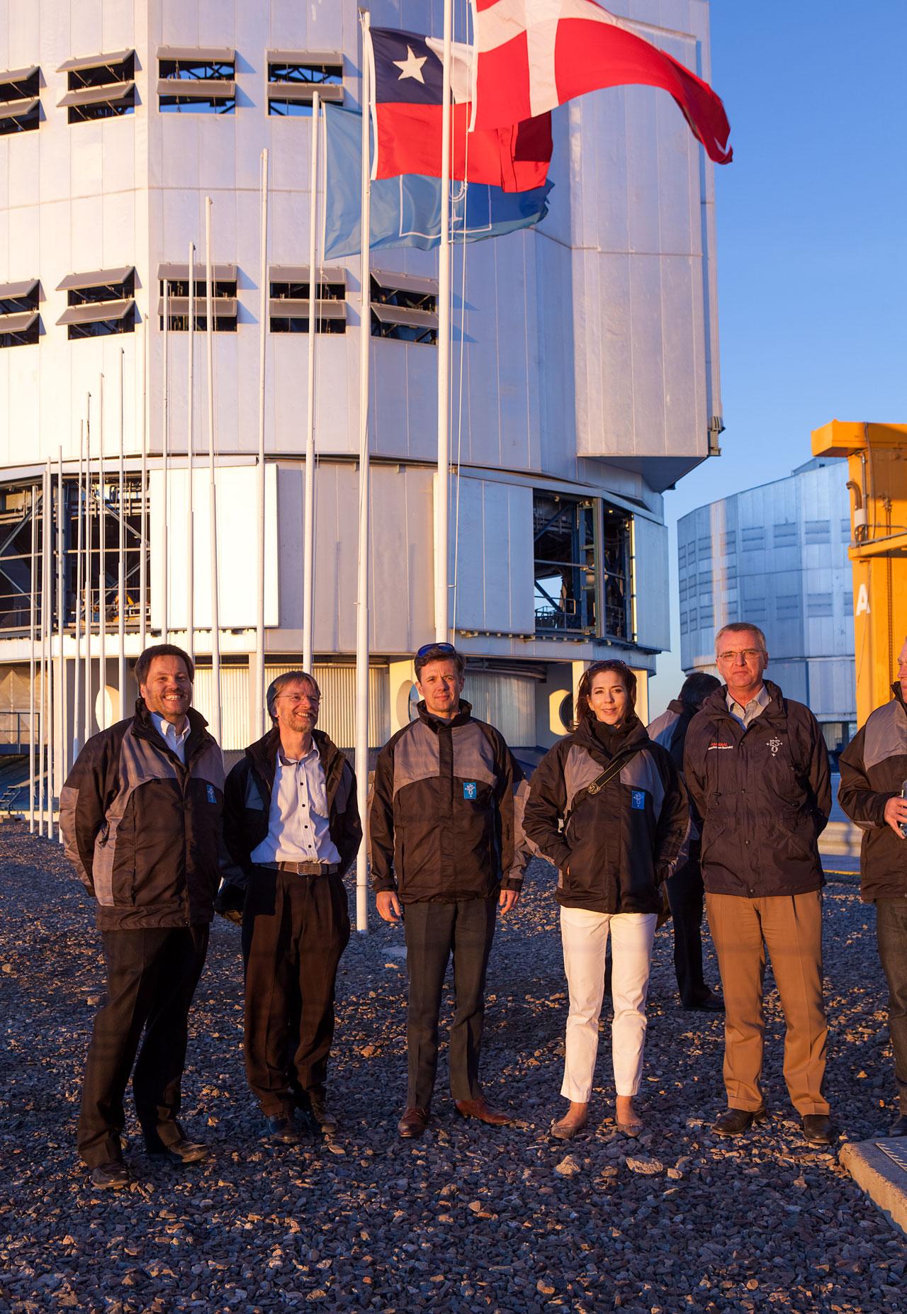 Os Príncipes Herdeiros da Dinamarca na plataforma do Very Large Telescope do ESO