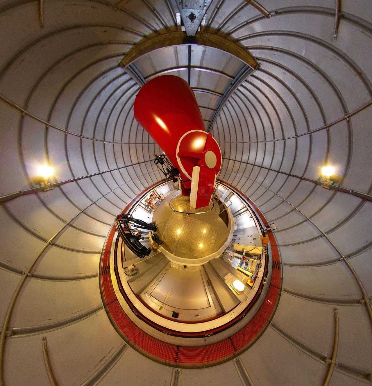Il telescopio svizzero da 1,2 metri Leonhard Euler nella cupola a La Silla