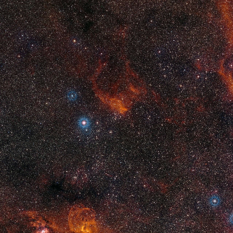 Vista de grande angular do céu em torno do enxame estelar NGC 3572