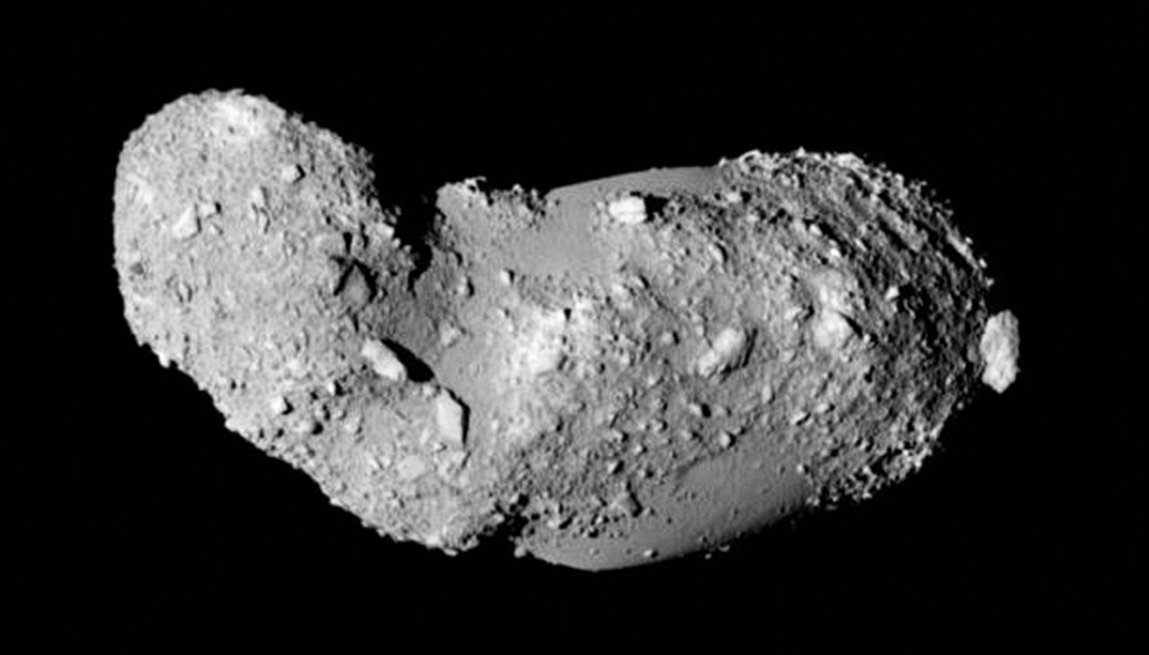 Gros plan sur l'astéroïde Itokawa (25143)