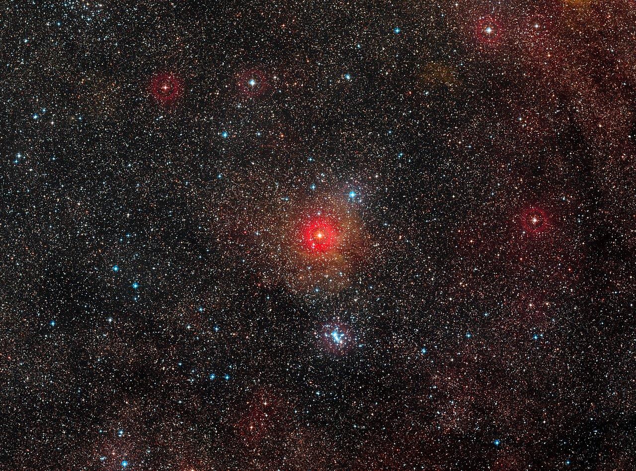 Die Himmelsregion um den gelben Hyperriesen HR 5171 A