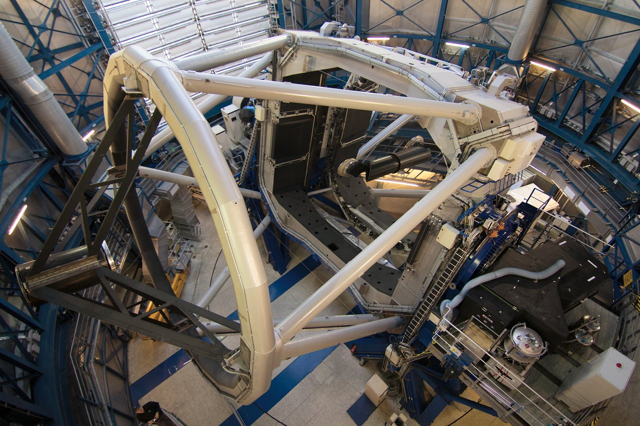 The SPHERE instrument attached to the VLT