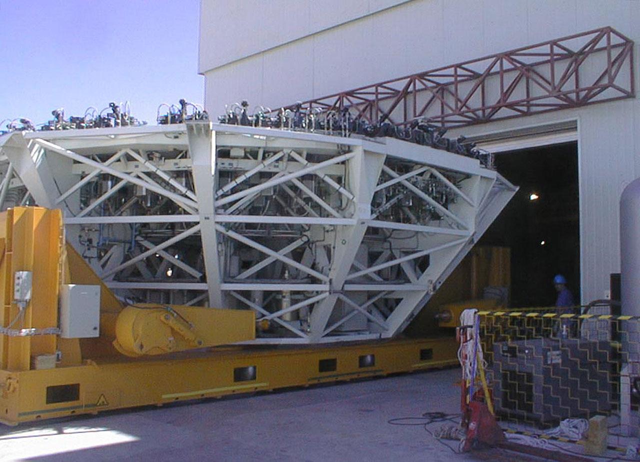Mirror Installed on First VLT Unit Telescope