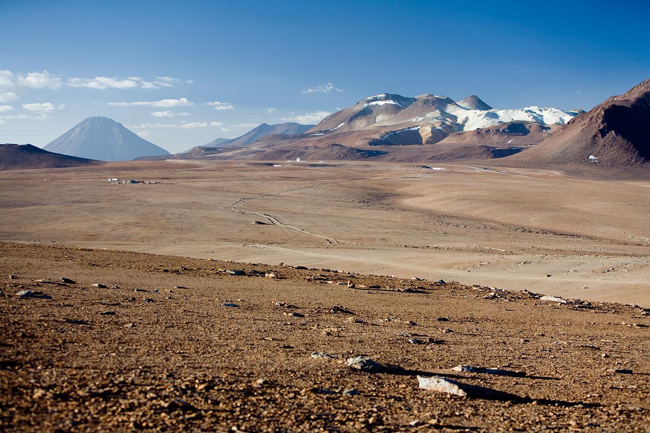 Chajnantor plateau, APEX and ALMA AOS