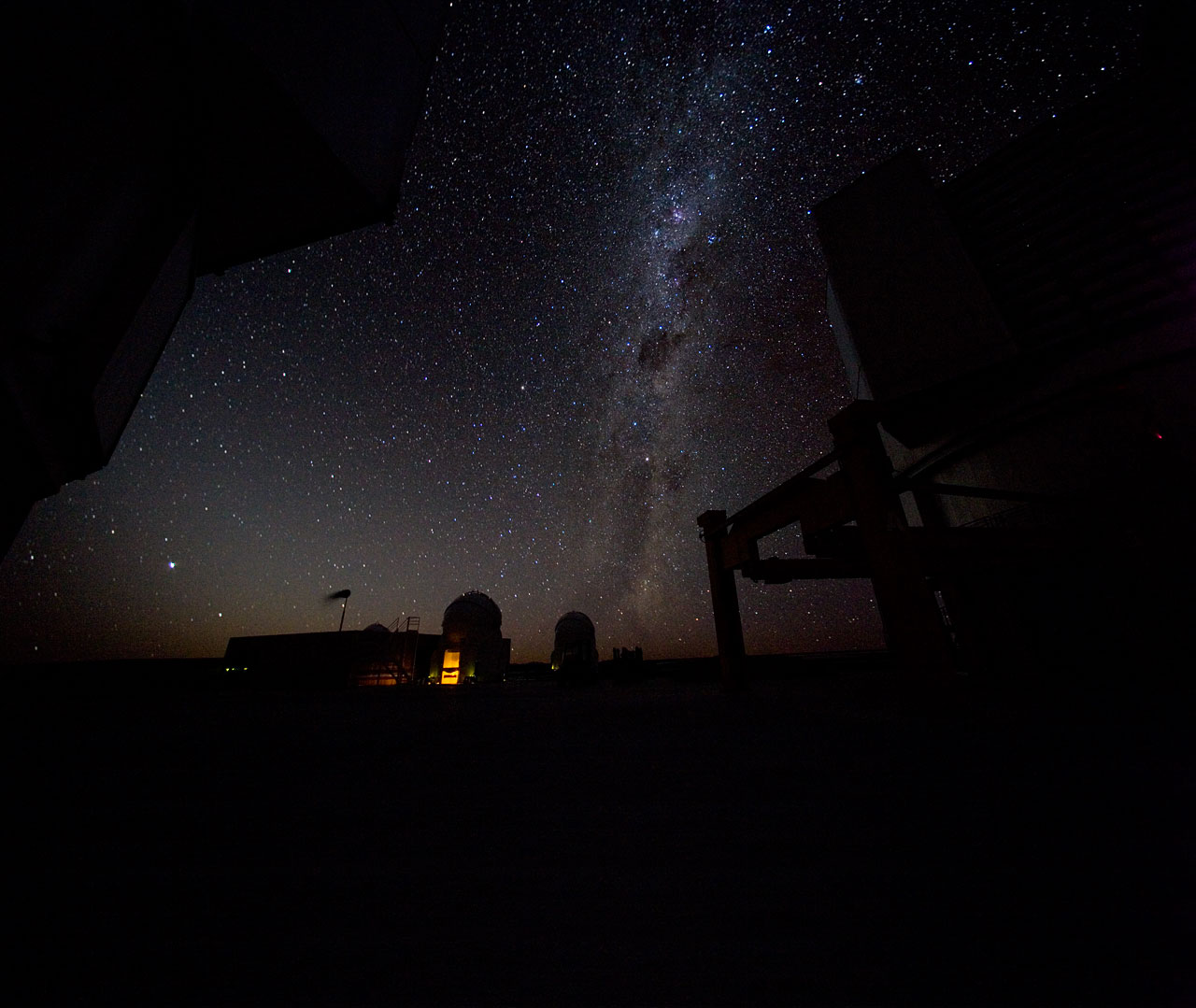 Mounted image 020: Milky Way over Paranal