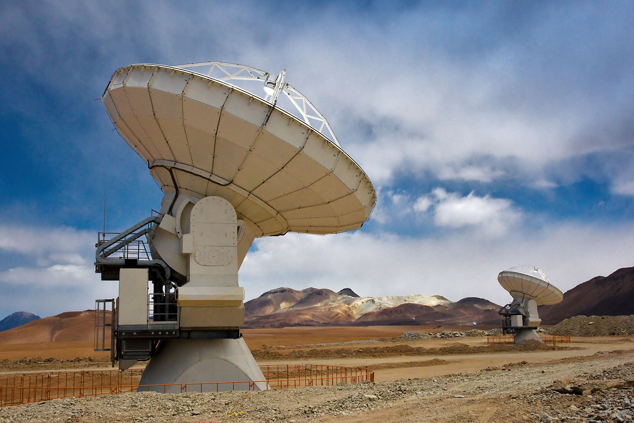 Two ALMA antennas on Chajnantor