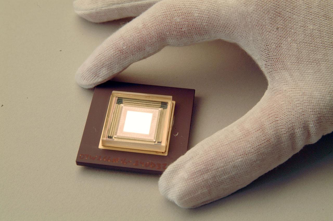 Adaptive optics deformable mirror