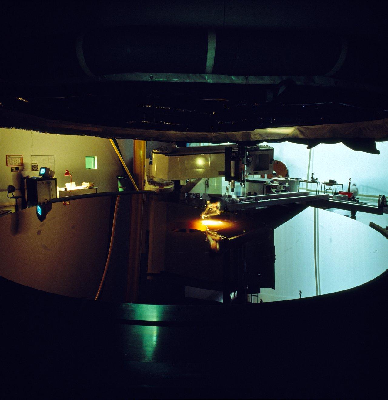 Final polishing of an M1 VLT mirror
