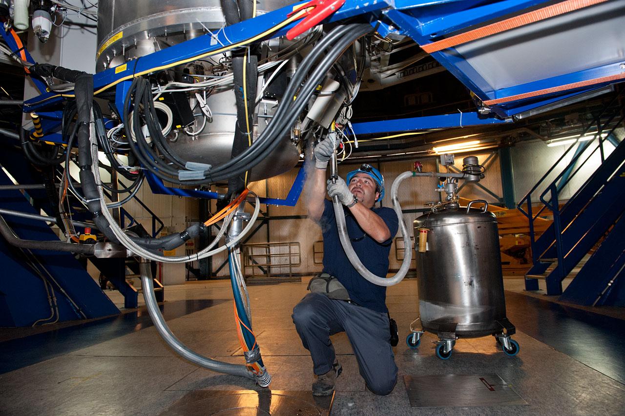 Refilling liquid nitrogen into the X-Shooter