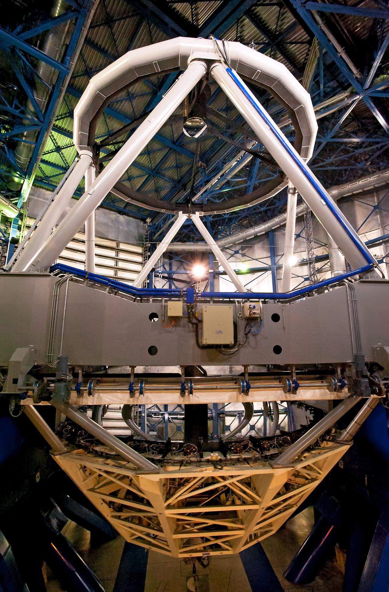 VLT Unit Telescope from inside
